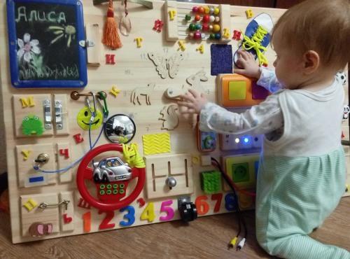 Развивающие доски для детей своими руками. Как сделать бизиборд, закрепить липучки и пуговицы. Фото