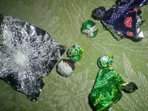 Поделки из фантиков от конфет своими руками для детей 4-5 лет фото 949