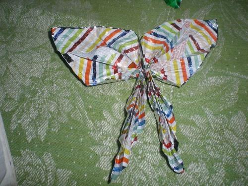 Поделки из фантиков от конфет своими руками для детей 4-5 лет