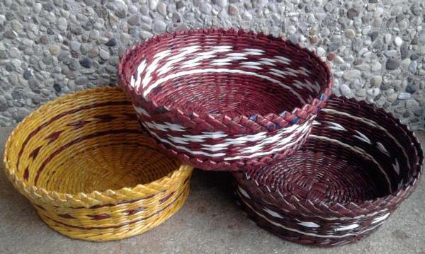 pletenie-iz-gazetnyh-trubochek-dlya-nachinayuschih-8 Плетение из газетных трубочек для начинающих пошагово: техника плетения, мастер класс, фото. Плетение корзин, шкатулок, коробок из газет для начинающих: схемы, загибы, фото