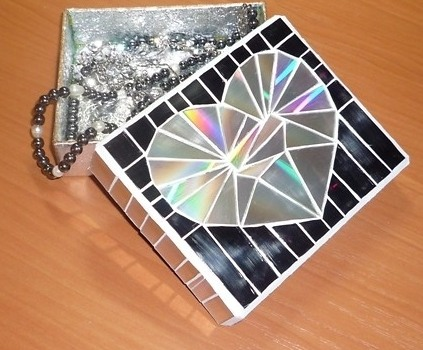 podelki-iz-diskov-19 Какие поделки из дисков можно сделать своими руками? 100 радужных идей