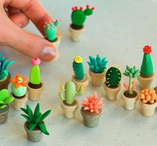 Поделки из легкого пластилина для детей пошагово с фото. Брелки, животные, цветы, одежда для кукол, еда, фигурки. Видео