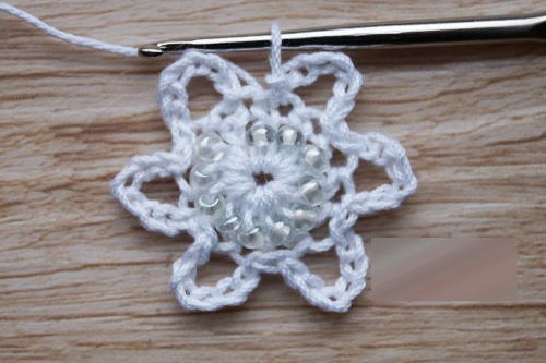 Вязание снежинок крючком. Схемы и описание для начинающих. Видео-уроки
