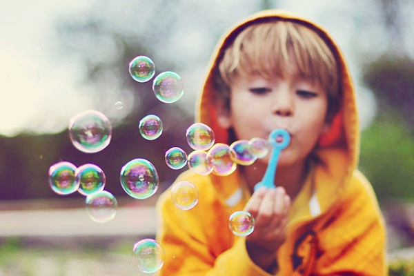 Как сделать мыльные пузыри: рецепты, пропорции компонентов и правила безопасности. Как и чем выдувать мыльные пузыри?