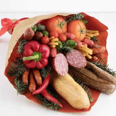 Мужские букеты из продуктов. Как сделать съедобные из еды, пива с закуской, колбасы, рыбы, раков