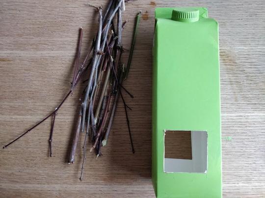 Кормушка из коробки молока, сока для птиц. Как сделать, украсить, инструкции поэтапно. Фото