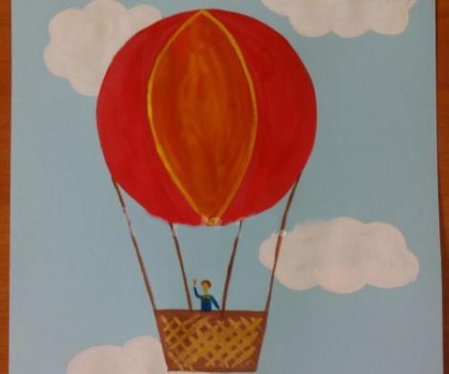 Рисунок воздушного шара с корзиной в небе, над морем цветной для раскрашивания карандашом, срисовки