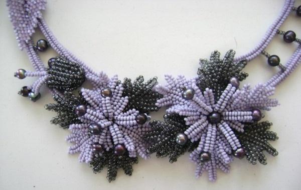 Как сделать цветок из бисера. Схемы простой, большой, маленький, легкий, красивый. Видео, фото