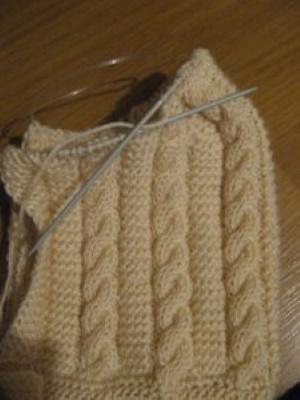 Шапка-капюшон спицами. Схемы и описание с ушками, рисунком, эластичным краем