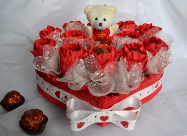 Букет из сладостей для девушки на День рождения. Фото
